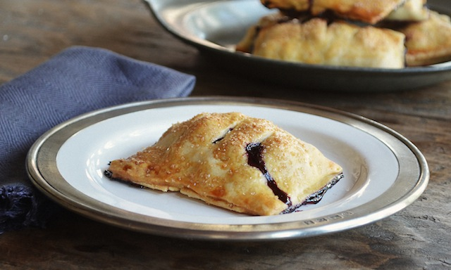 THE_RECIPE_GRINDER_BLUEBERRY_HAND_PIES